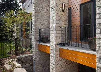 Modern new build home with Fon Du Lac stone and balcony