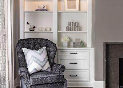 Custom built-in bookshelf cabinetry